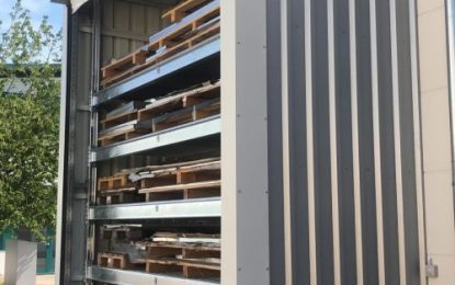 Pallet racking with roller curtain as weather protection: New storage technology from ELVEDI